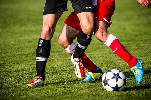 Fussballschuhe ohne Schnürsenkel für mehr Ballkontrolle und