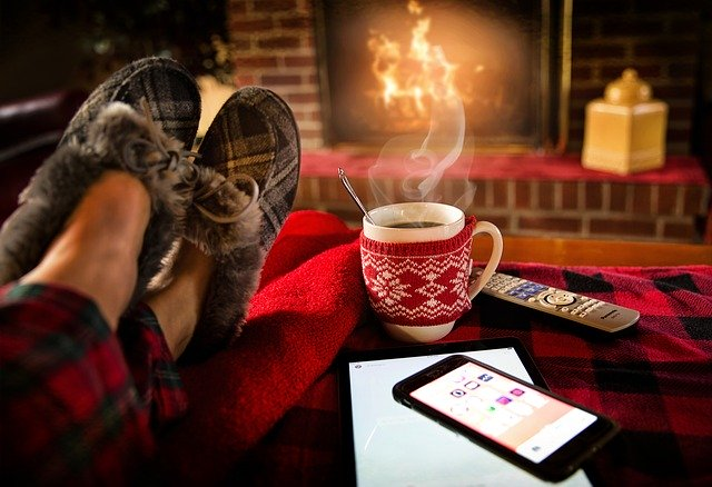 Pantoletten mit Fell und warme Hausschuhe