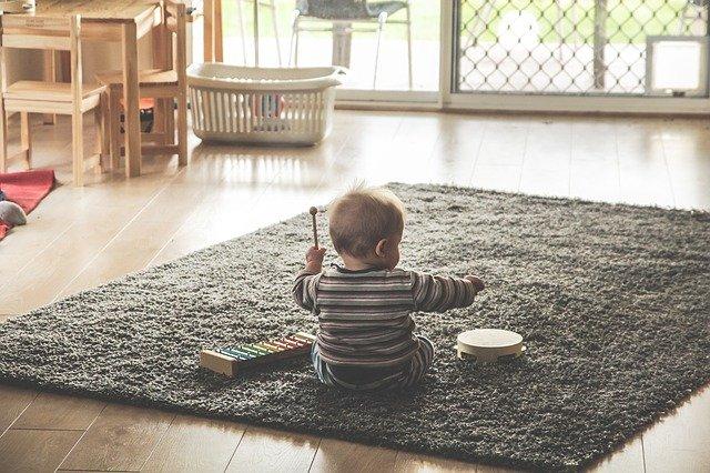 Lernspielzeug für Babys ab Sechs Monate